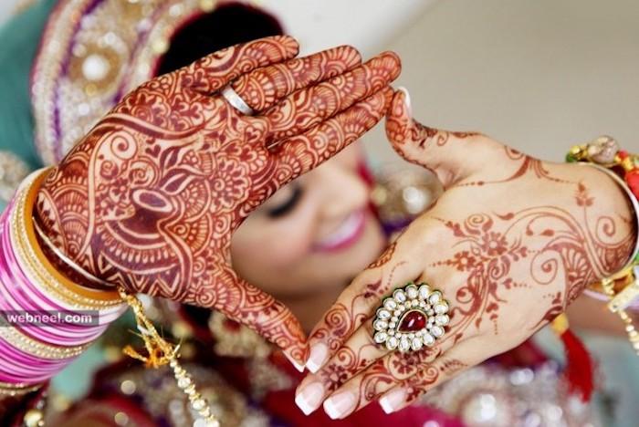 henna bilder, braut mit traditionellen indischen tätowierungen, rotes henna, großer ring mit perlen und rubin