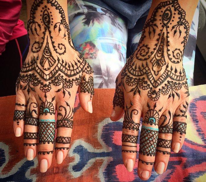 henna selber machen, traditionelle indische tätowierungen mit braunem und blauem henna
