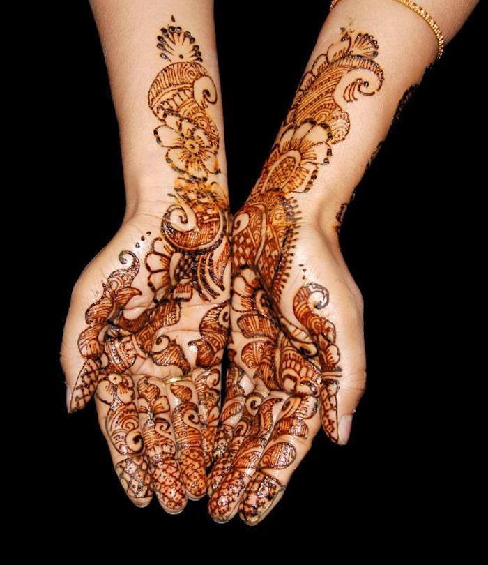 henna selber machen, temporäre tattoos mit braunem henna, hände mit henna verzieren
