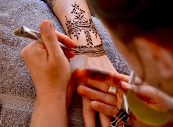 henna stift, temporäre tätowierung mit henna machen, henna-motive
