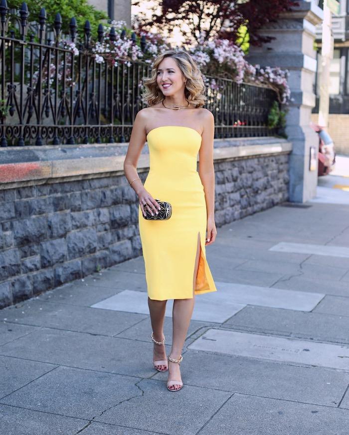 lange kleider für hochzeitsgäste knielanges gelbes kleid passt perfekt zu blonder frau sandalen