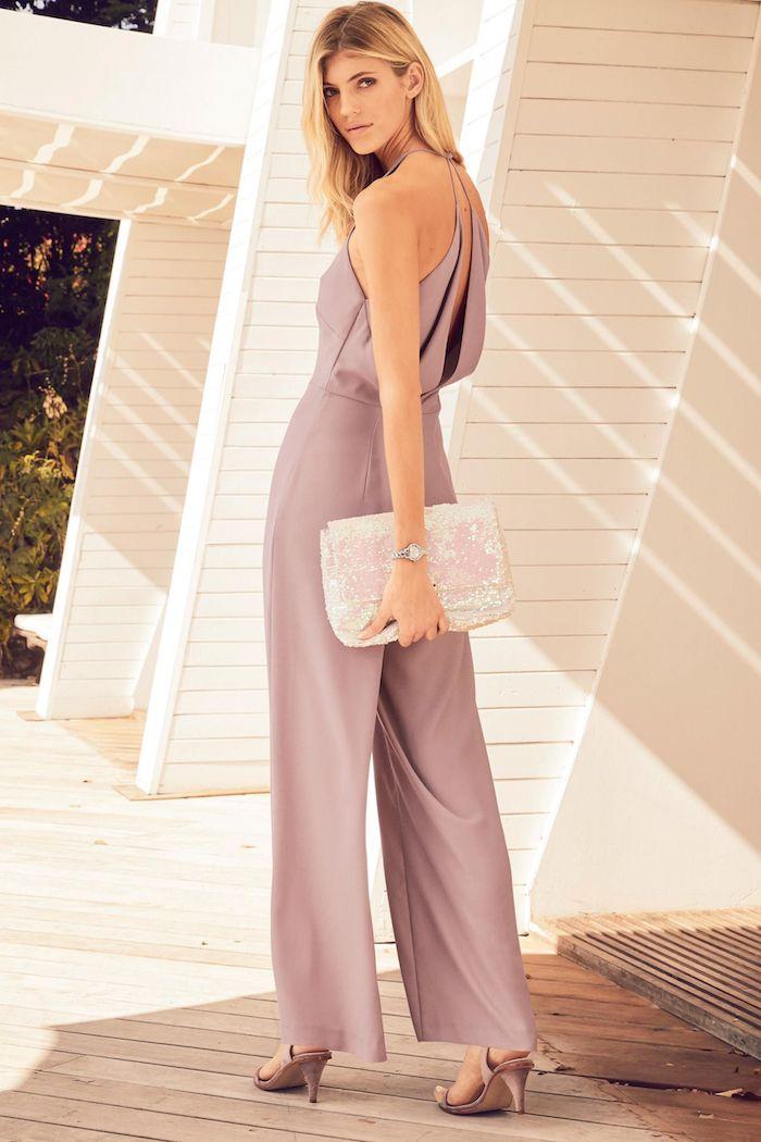 jumpsuit hochzeit altrosa farbe für einen eleganten overall für damen absatzschuhe beige und clutch