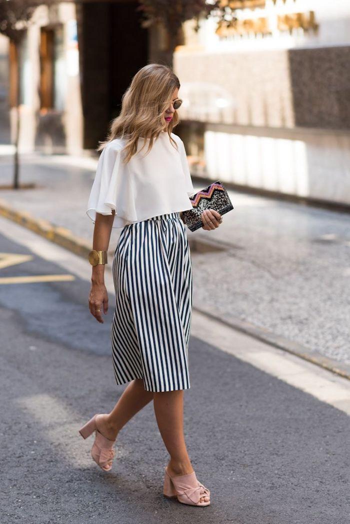 overall oder lange kleider für hochzeitsgäste weißer top schwarz weiße hose breit sandalen rosa