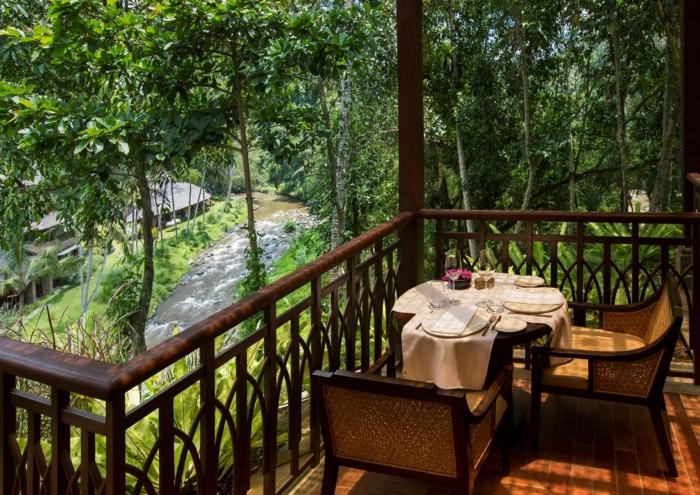 Terrasse mit schöner Aussicht, ein Tischlein für Zwei gedeckt - Terrassen Ideen Bilder