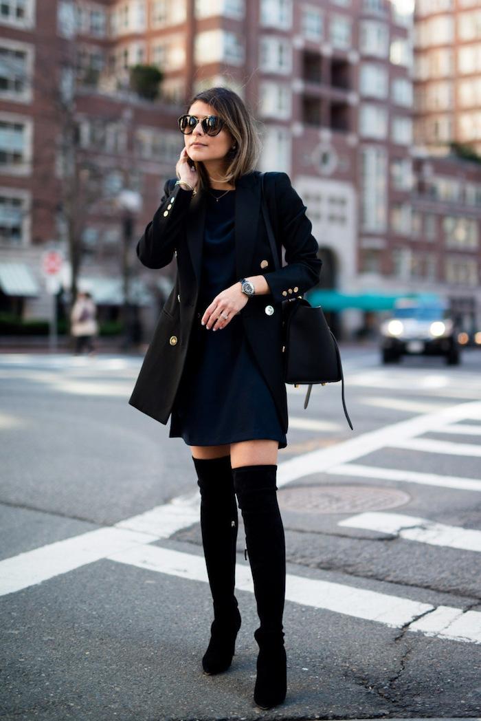 komplette outfits damen, winter outfit in schwarz und dunkelblau, frauenmode, schulterlange haare