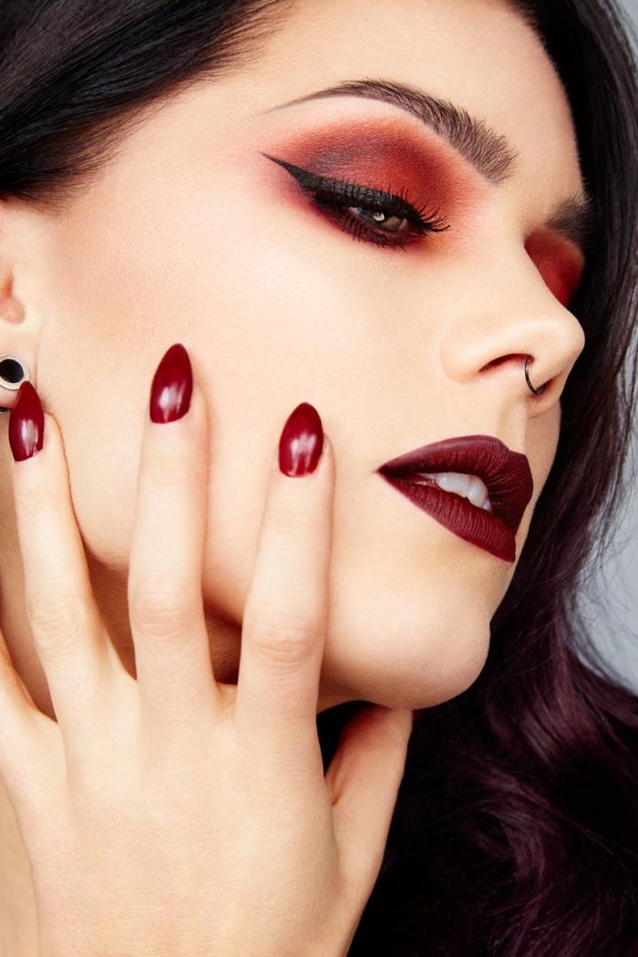 trendfarben bei der schminke und nageldesigns rote lidschatten lange spitze nägel rot lidstrich