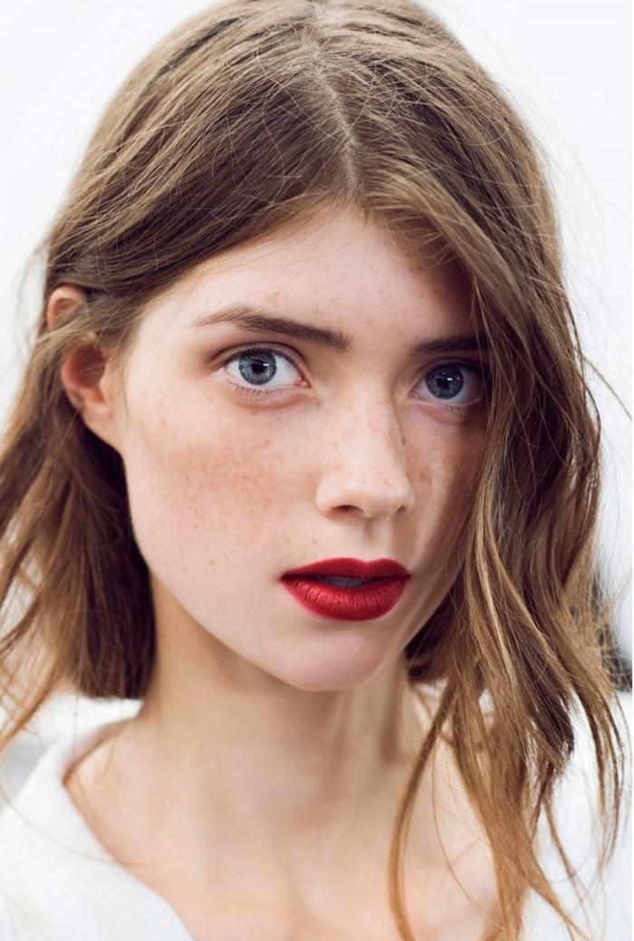welcher lippenstift passt zu mir, schulterlange bob frisur, blaue augen, hellbraune haare