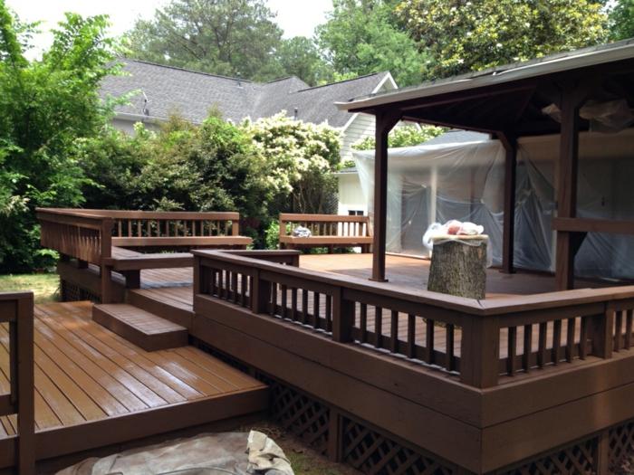 Terrasse Gestaltungsmöglichkeiten nach einer Renovierung hat man hölzerne Terrasse eingerichtet