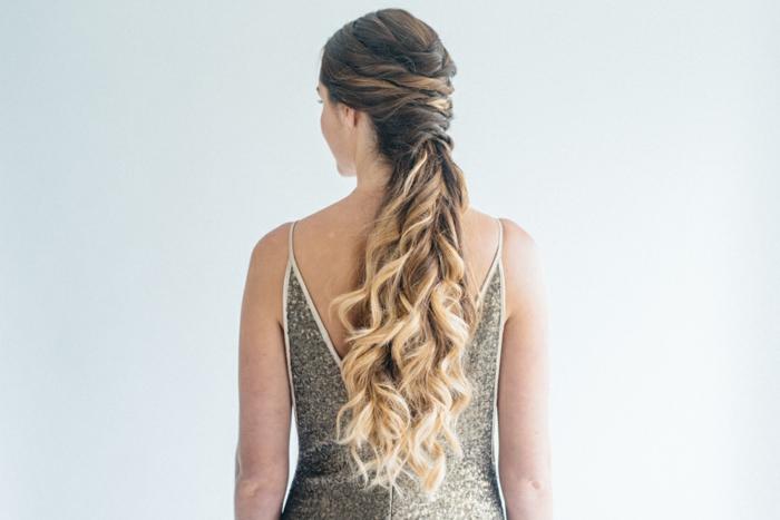 Flechtfrisuren lange Haare, Ombre Effekt Haare mit Locken, und Zopf am Genick