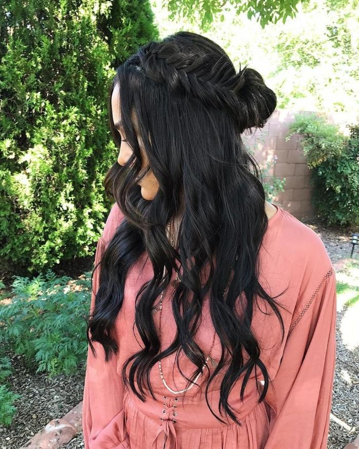 schwarze Haare, Fischgrät Zopf wie eine Krone, Flechtfrisuren lange Haare