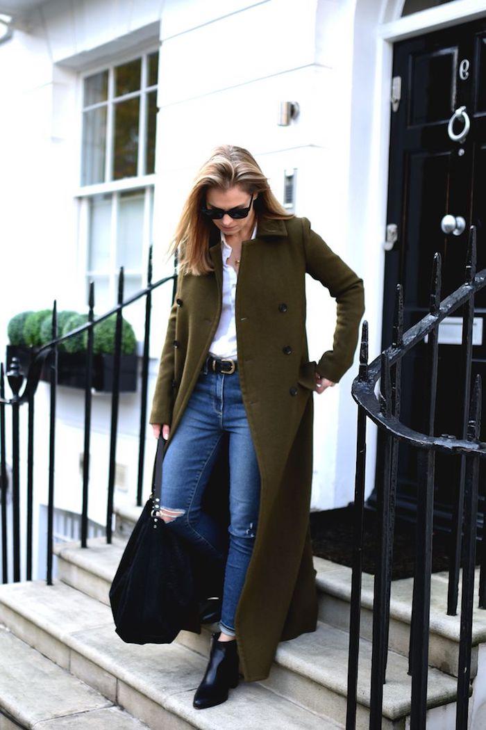 outfit zusammenstellen, jeans mit weißem hemd und grünem mantel, business-casual look