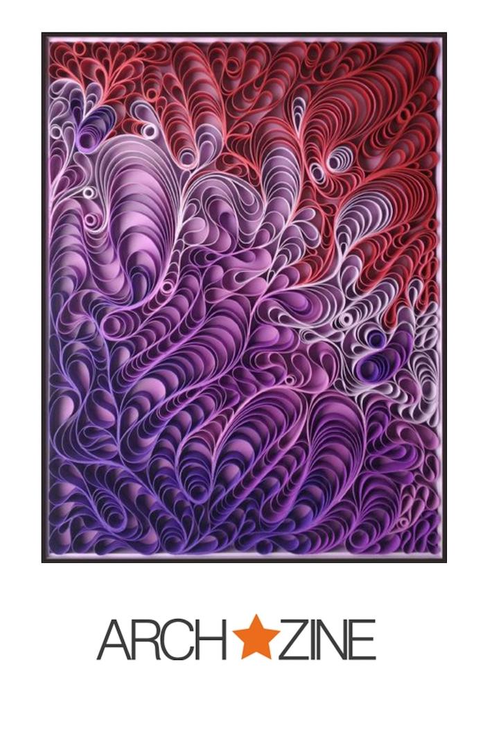 ein großes quilling bild mit vielen langen violetten, blauen und roten papierstreifen, basteln für erwachsene