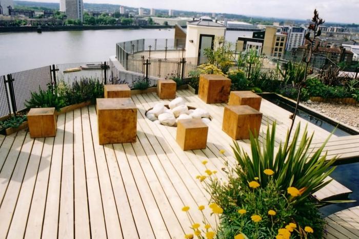 weiße Terrassendiele Terrassen Gestaltungsmöglichkeiten mit Würfel als Holz und weiße Flusssteinen