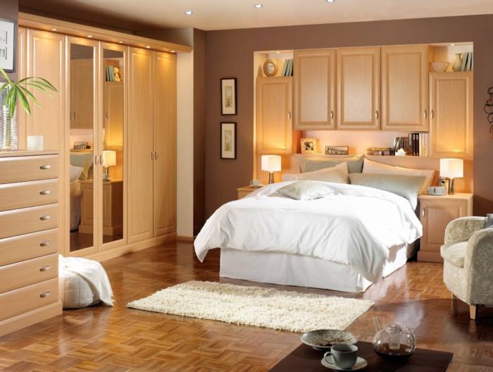 eine weiße Untergestell und weiße Bettwäsche, Regale und Schränkeq Schlafzimmer Ideen
