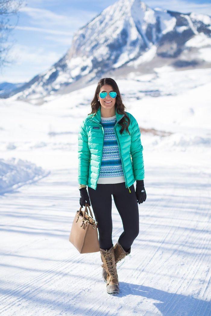 schuhtrends herbst winter 2017 18, sportstiefel, blaue winterjacke, spiegelbrille