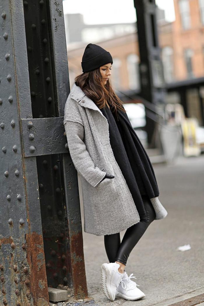 schuhtrends hebst winter 2017 18, weiße sportschuhe, sportlicher winter outfit, alltags-outfit
