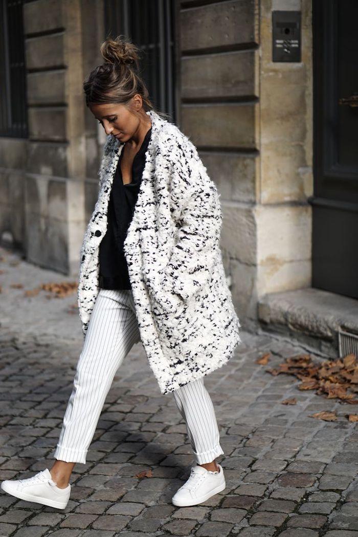 schuhtrends herbst winter 2017 18, sportlich-eleganter outfit in schwarz und grau, frauenmode