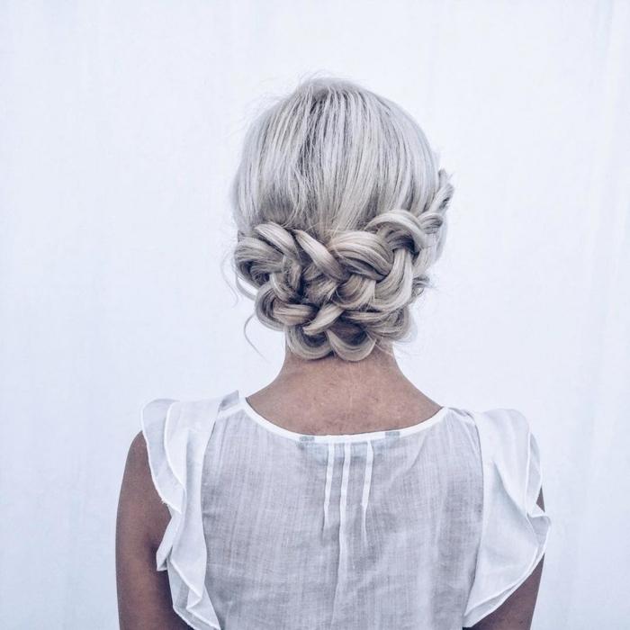 silberblonde Haare, Zöpfe am Genick, Flechtfrisuren lange Haare für Bräute