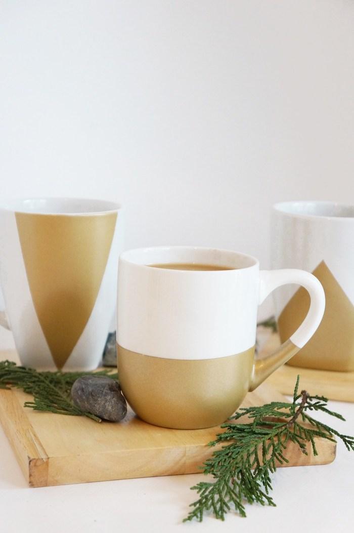 Selbst bemalte Porzellantassen in Weiß und Golden, schöne Geschenkidee für jeden Anlass