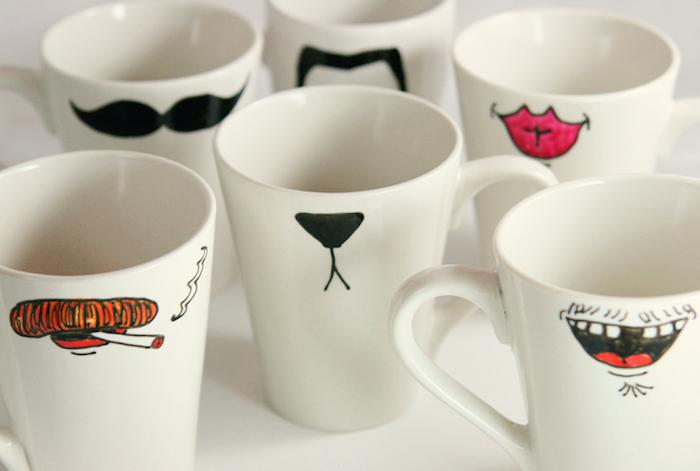 Weiße Porzellantassen selbst bemalen, einen Mund oder ein Moustache aufzeichnen