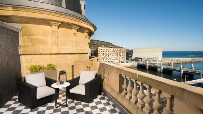 eine niedliche Terrasse im Altbau mit herrlicher Aussicht - Terrassen Gestaltungsmöglichkeiten