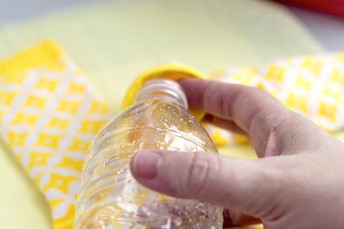 tierspielzeug aus plastiflsche und söcken, basteln mit plastikflschen, diy ideen