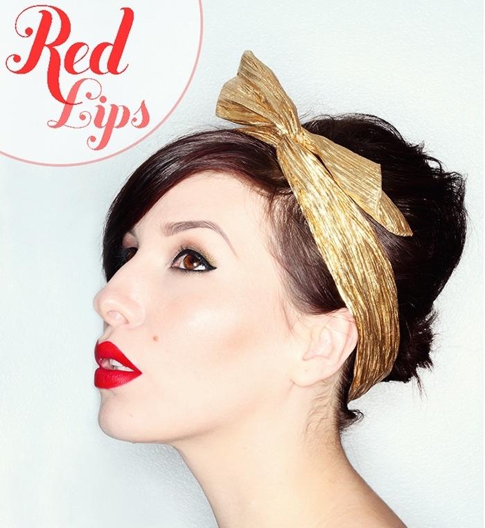 lippenstift rot, kombiniert mit goldene haarband, kopfband, rote lippen schminken, retro look