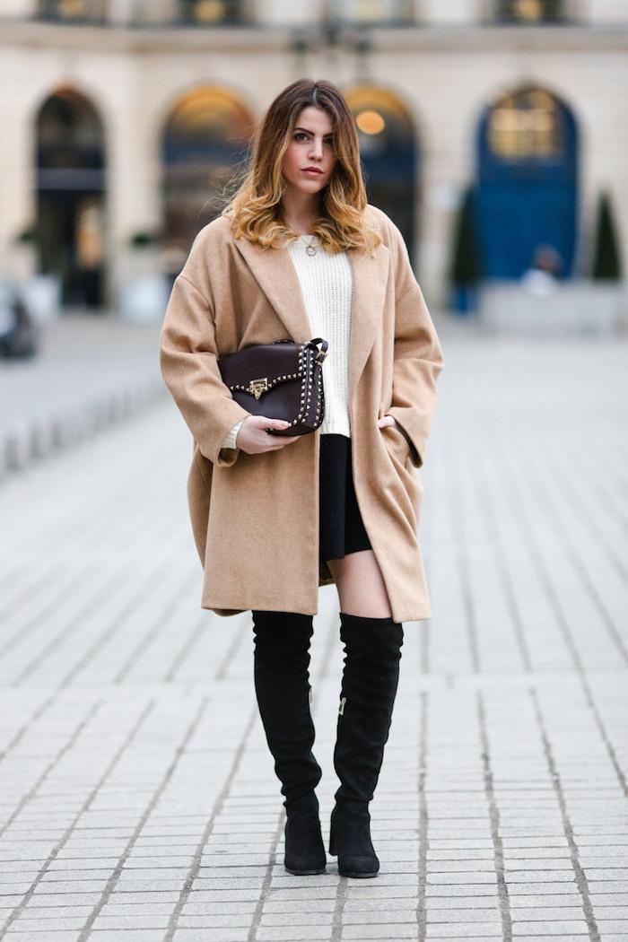 trendfarben herbst winter 2017 18, weiter beige mantel, kurzer schwarzer rock mit weißer bluse