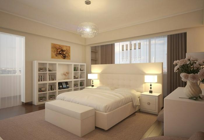 silberne Lampenschirm, zwei Lampen auf dem Nachttischen, Vase, weißes Bett, moderne Zimmer