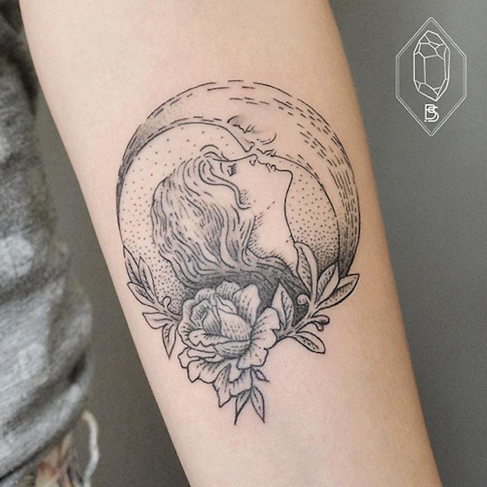 tattoo sternzeichen idee virgo küsst den mond blume als symbol der feinheit und liebe