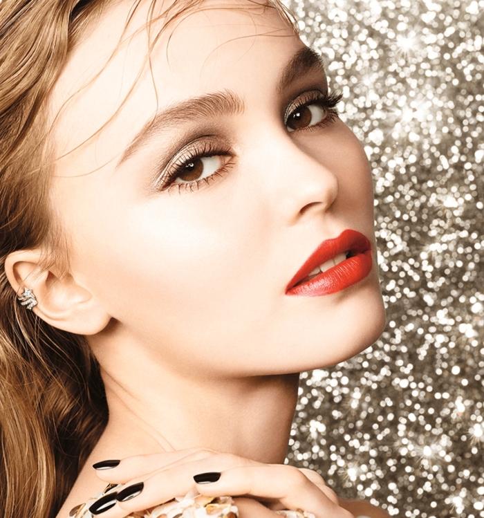lippenstift dunkelrot mit braunen nuancen, beige oder braune lidschatten, blonde haare