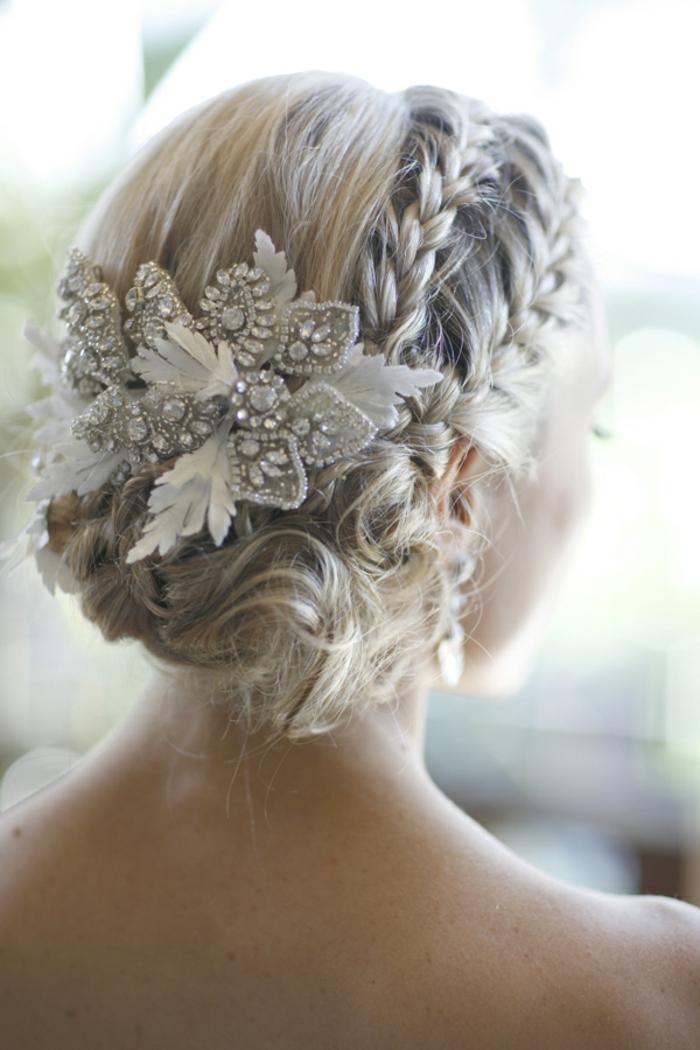 blonde Braut mit Haarschmuck, Zöpfe wie Krone, Flechtfrisuren lange Haare