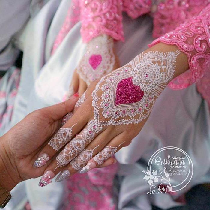 weißes henna in kombination mit rosa glitzer, braut, indische tätowierungen