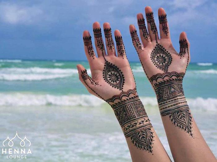 wie lange hält henna, detaillirte temporäre tattoos an den armen, mehndi, traditionelle indische tattoos