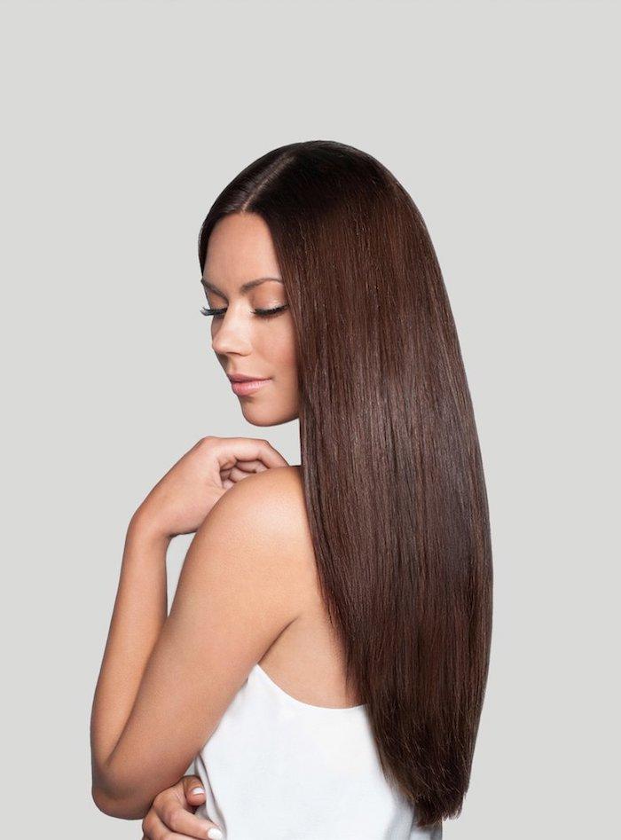 haarfarbe schokobraun, frau mit langen braunen haaren, haare pflegen, langhaarfrisur