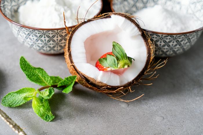 gesundes frühstück zum abnehmen, gesunde frühstücksideen, erdbeere in kokos