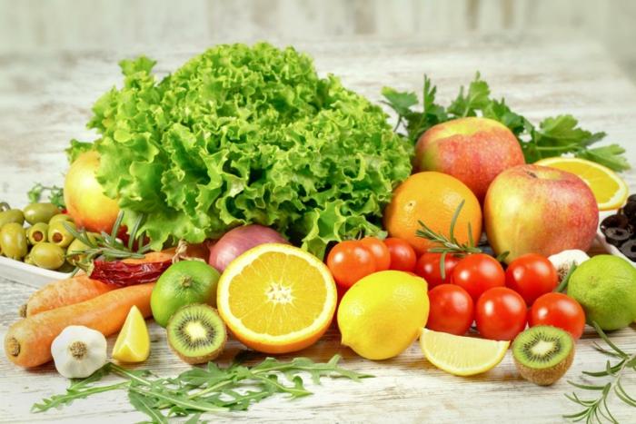 abnehmen leicht gemacht mit viel obst und gemüse essen und genießen kiwi zitrone tomaten grünsalat