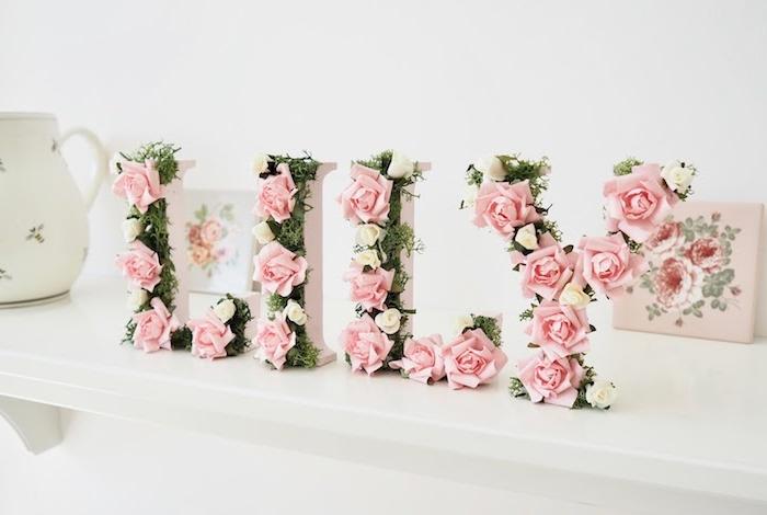 Pappmache Buchstaben für Babyzimmer mit Moos und künstlichen Rosen, Deko für Babyzimmer