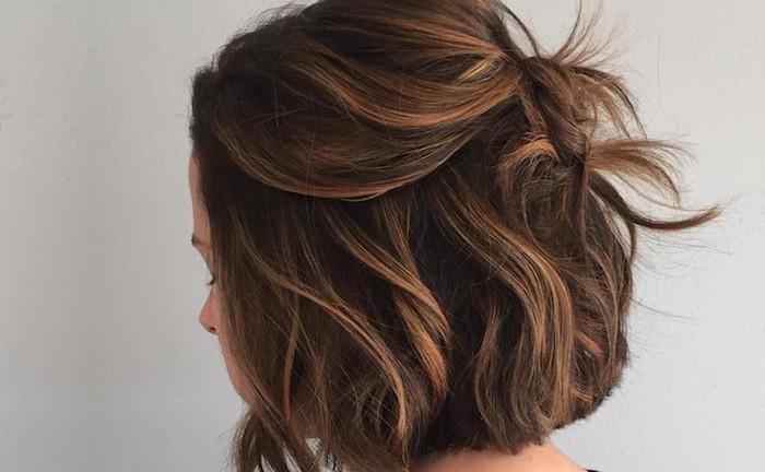 kurze haare stylen, balayage selber machen, einfach und schön, haarstyling, wellen in den haaren