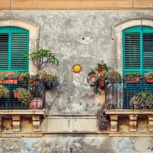 Clevere Beschattung für verwinkelte Balkone und Terrassen