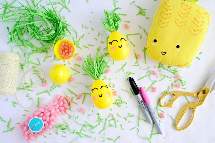 basteln ostern, diy geschenke für kinder, gelbe eier aus lkunststoff, augen zeichnen