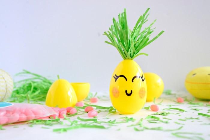 basteln ostern, gelbe eier aus kunststoffm haare aus grünem papier, ostergeschenke für kinder
