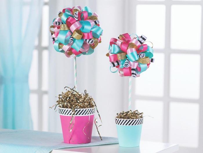 Blumen aus bunten Dekobändern, bunte Blumentöpfe, Hochzeitsgeschenk zum Selbermachen