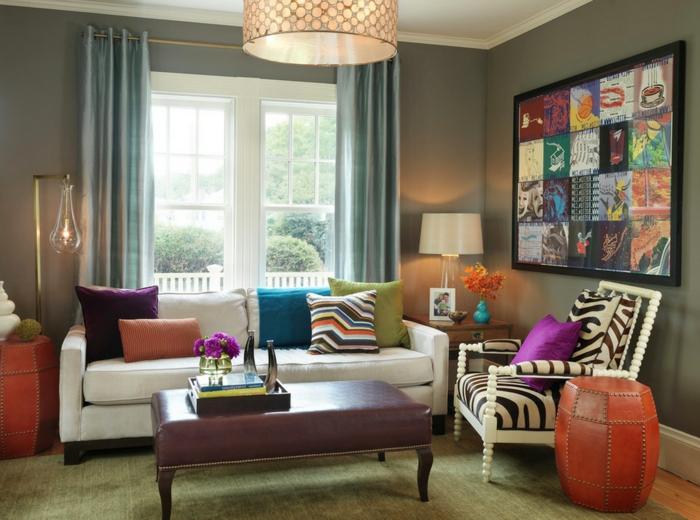 ein Wohnzimmer mit vielen Farben, Wohnzimmer Ideen für kleine Räume, ein grauer Teppich