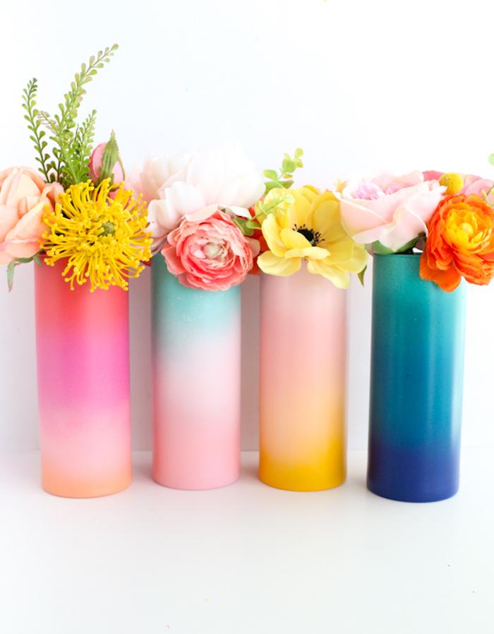 Vasen selbst bemalen, DIY Idee für Frühlingsdeko, Blumen in verschiedenen Farbnuancen