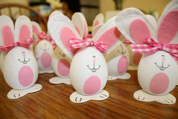 eier färben natürlich ostereier bemalen eier färben kinder osterhase eier bemalen muster rosa weiß osterhasen mit filzohren