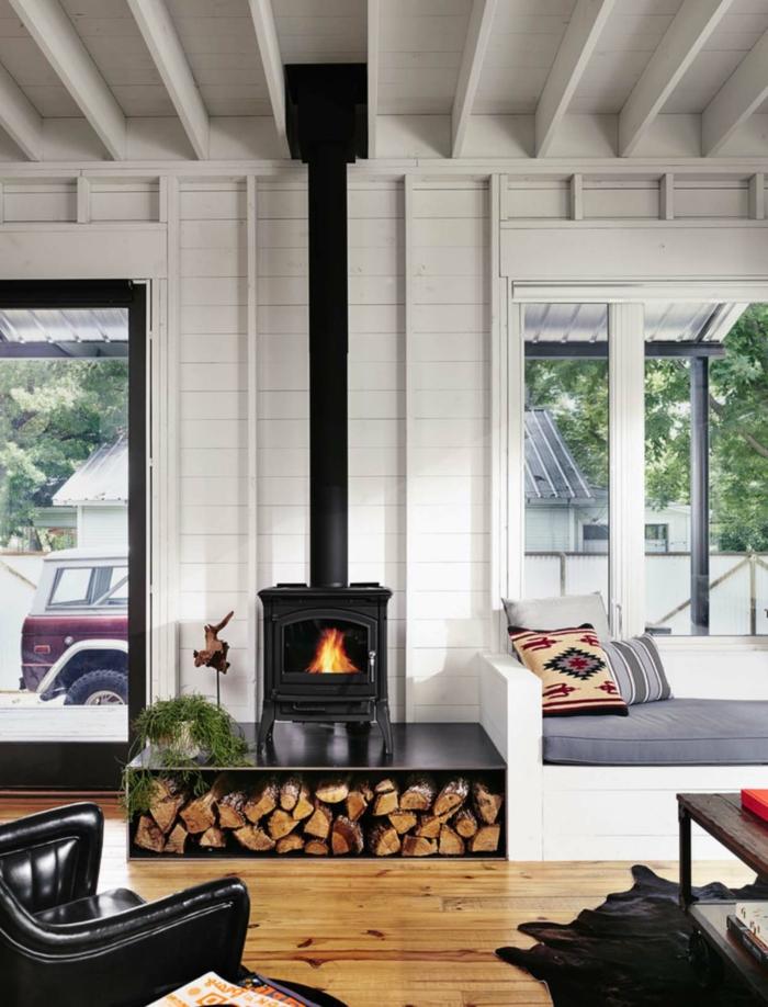 gemütliche Einzimmerwohnung, ein Sofa, Laminat Boden, kleines Zimmer einrichten