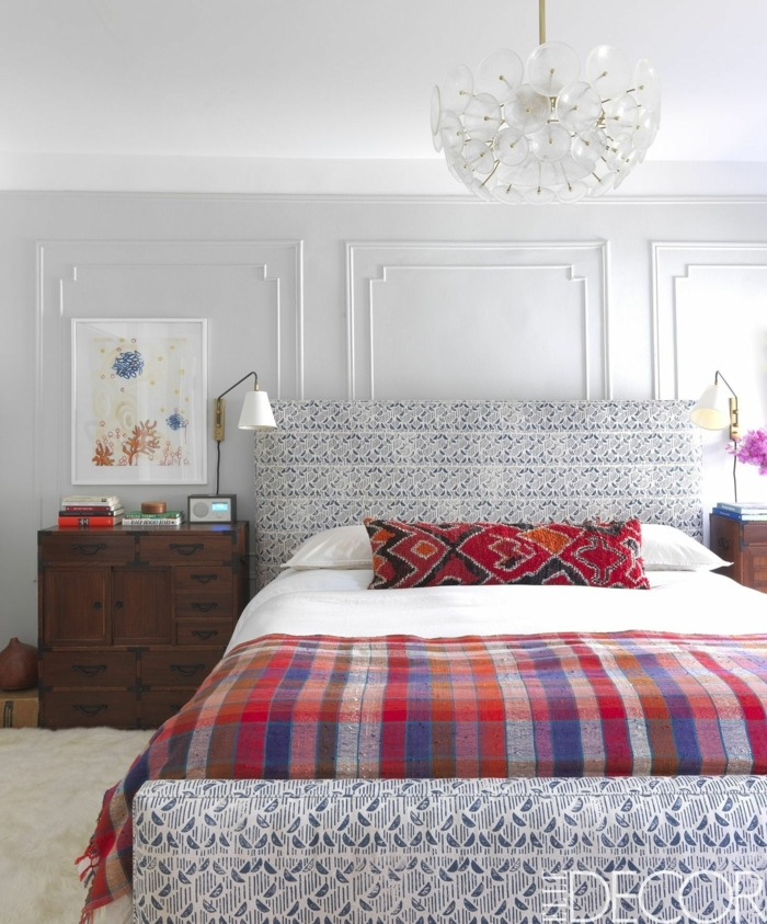 Bemustertes Graues Bett, Ein Buntes Bild, Graue Wandfarbe, Schlafzimmer  Einrichten