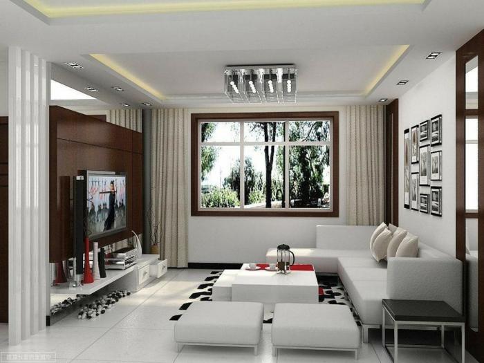 ein kompakter Raum zwei ausgefallene Vorhänge Wohnzimmer Ideen für kleine Räume weiße Eckcouch kleine weiße Hocker