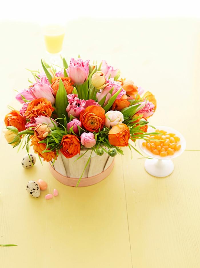 Ostern bringt den Frühling mit, ein Körbchen voller Blumen, Osterngeschenke selber machen